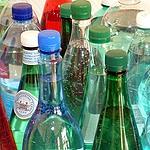 Bouteilles d'eau pétillante de différentes marques